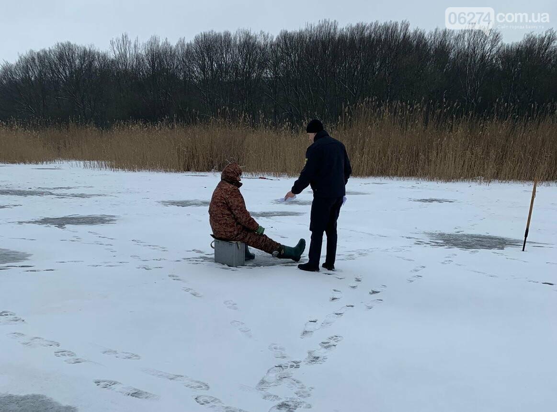 В Бахмуте спасатели призвали рыбаков не выходить на тонкий лед, фото-1