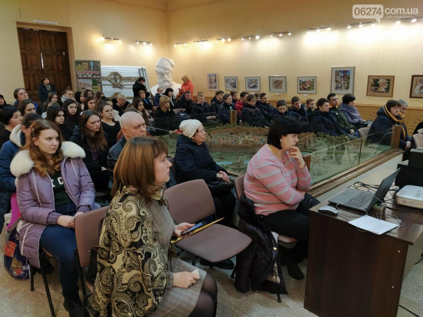 В Бахмуте отметили пятую годовщину вывода сил АТО из Дебальцево, фото-7