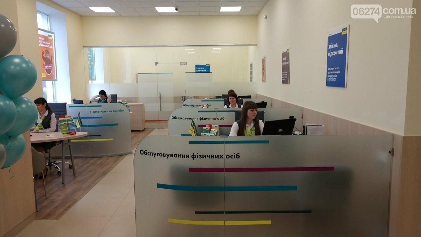 В центре Бахмута открылось обновленное отделение «Ощадбанка», фото-12