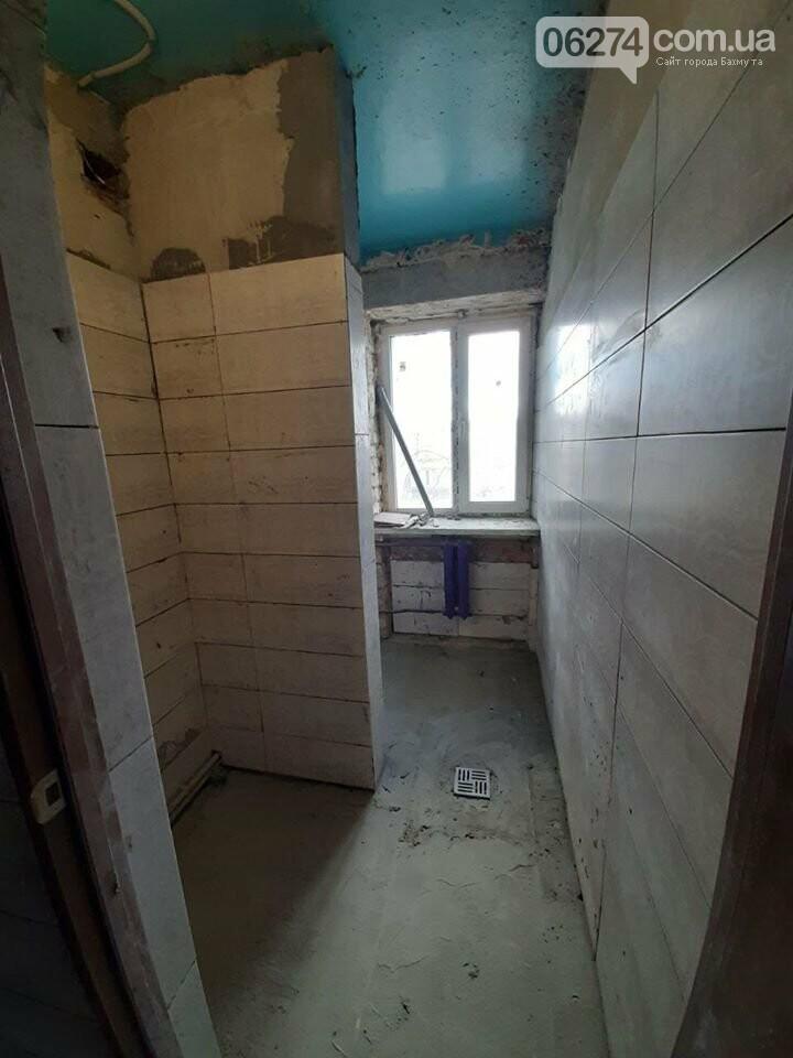 В Бахмуте продолжается реконструкция общежитий, фото-3