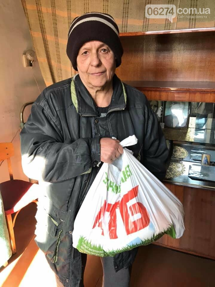 В Бахмуте продолжают раздавать продуктовые наборы социально незащищенным жителям, фото-4