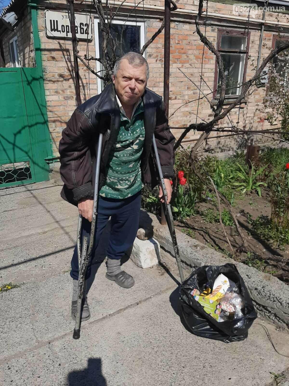 Мэр Бахмута вручил продуктовые наборы социально незащищенным гражданам, фото-8