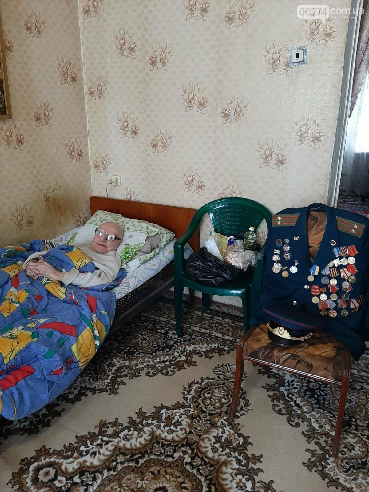 Мэр Бахмута вручил продуктовые наборы социально незащищенным гражданам, фото-7
