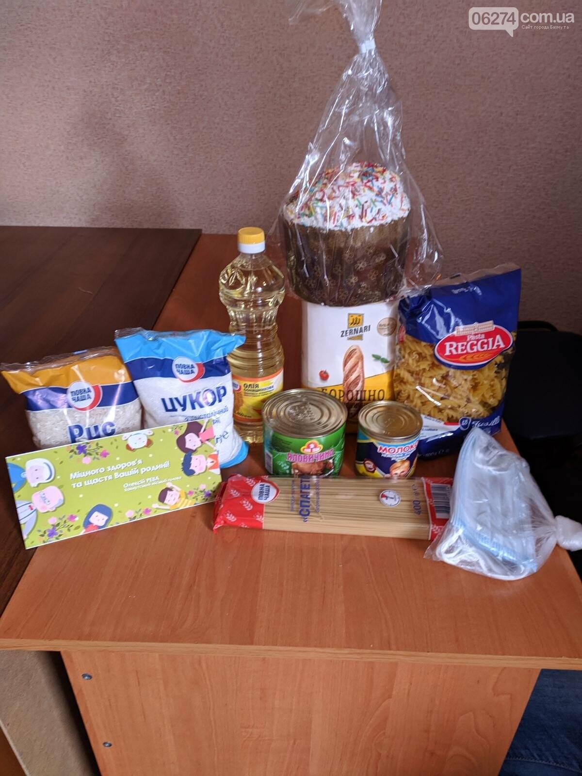 Мэр Бахмута вручил продуктовые наборы социально незащищенным гражданам, фото-3
