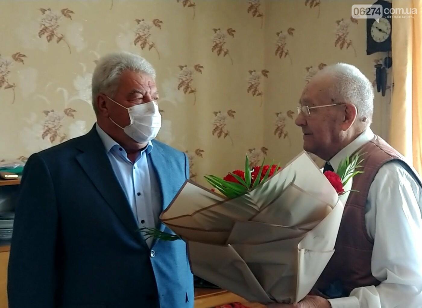 Мэр Бахмута поздравил ветеранов Второй мировой с 75-летием Победы, фото-3