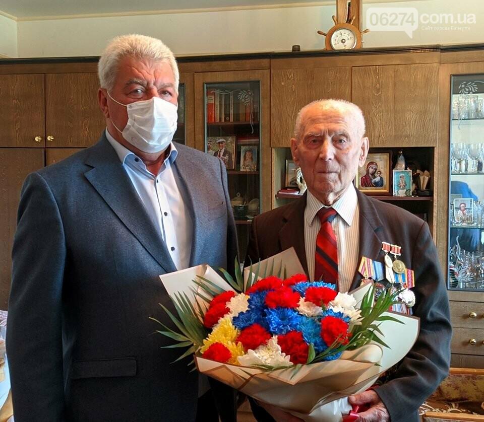 Мэр Бахмута поздравил ветеранов Второй мировой с 75-летием Победы, фото-2