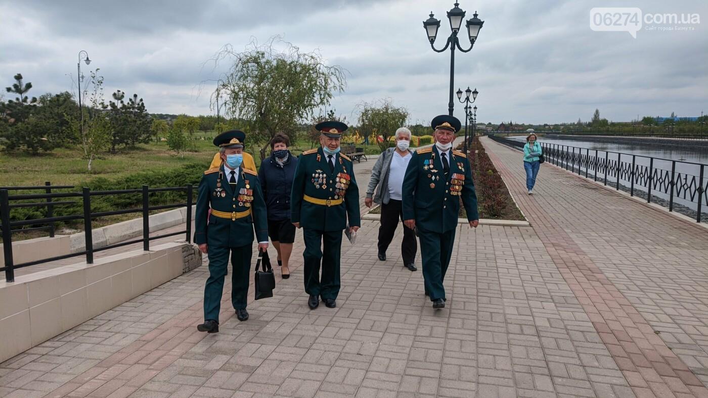 В Бахмуте открыли памятный знак к 75-летию Великой Победы, фото-4
