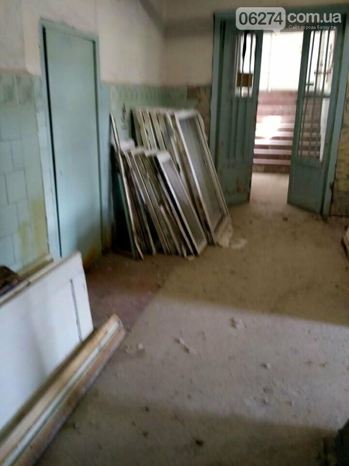 Ведутся работы по реконструкции корпуса №2 больницы Бахмута, фото-2