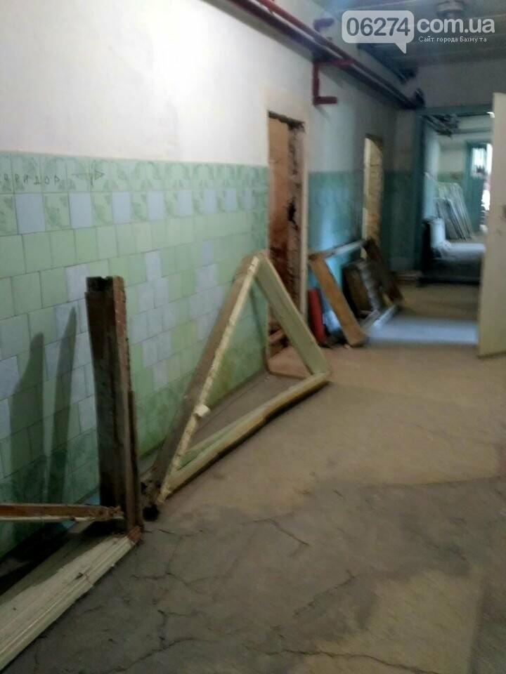 Ведутся работы по реконструкции корпуса №2 больницы Бахмута, фото-1