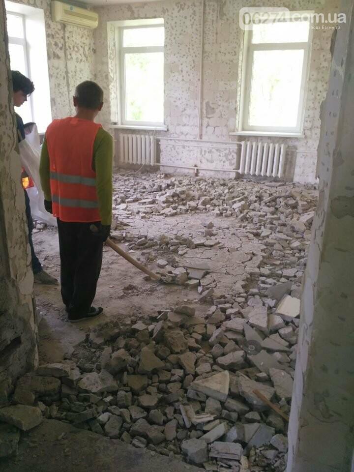 Ведутся работы по реконструкции корпуса №2 больницы Бахмута, фото-10