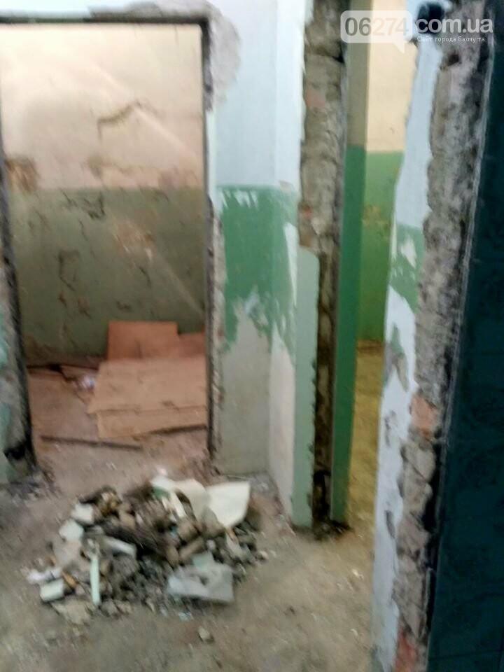 Ведутся работы по реконструкции корпуса №2 больницы Бахмута, фото-5