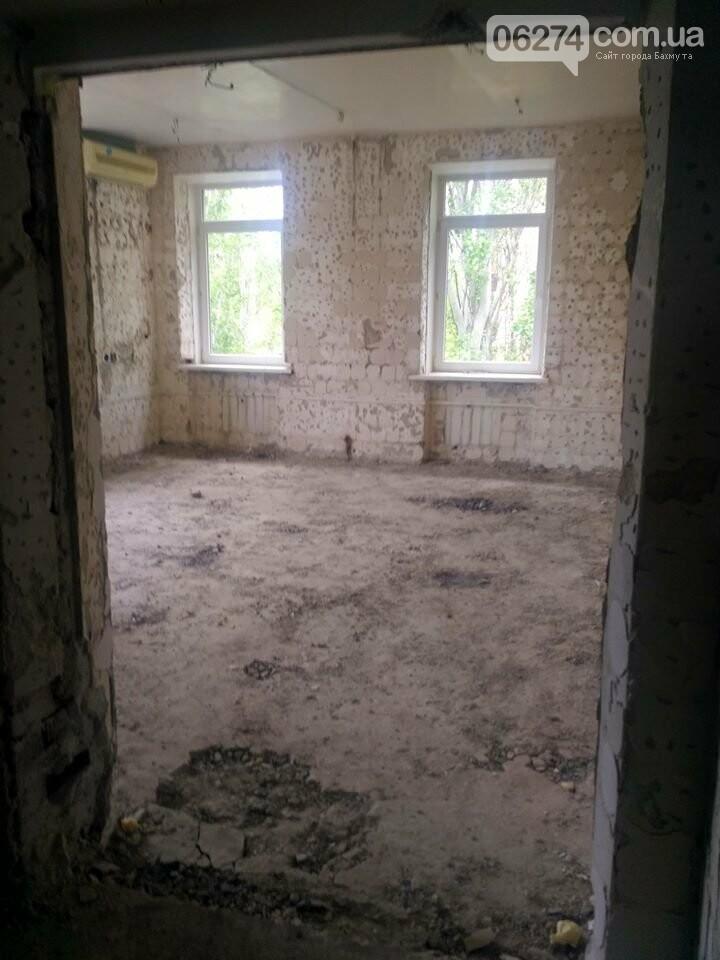Ведутся работы по реконструкции корпуса №2 больницы Бахмута, фото-12