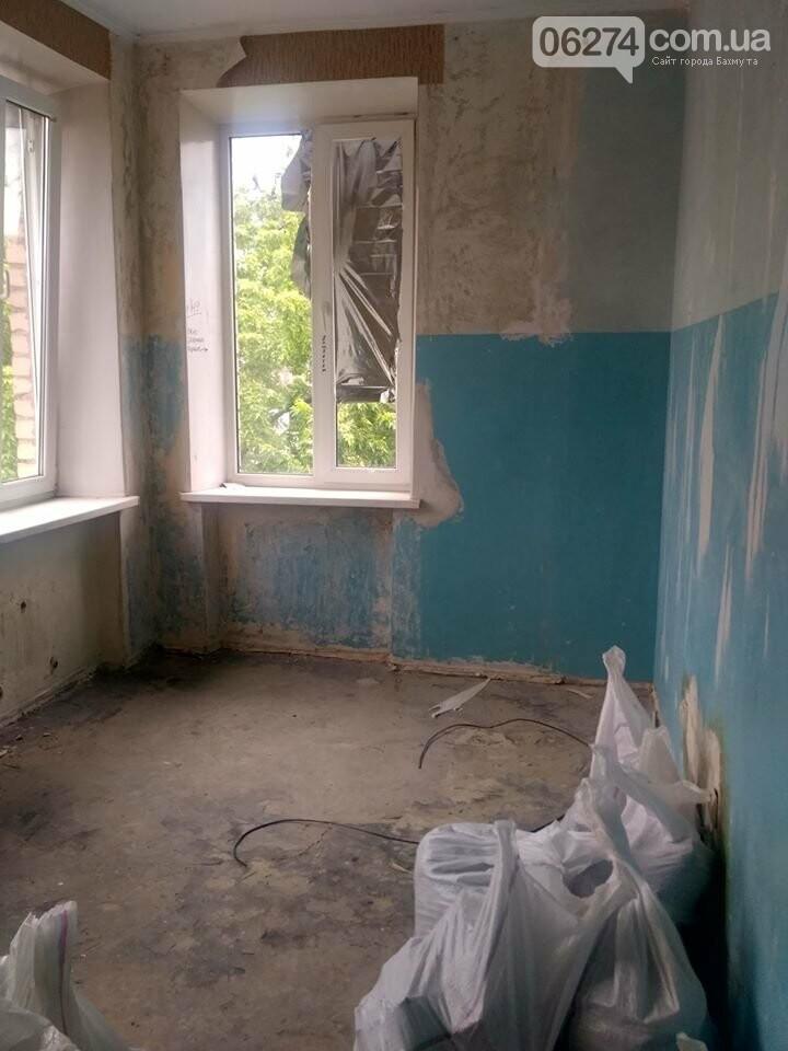 Ведутся работы по реконструкции корпуса №2 больницы Бахмута, фото-3
