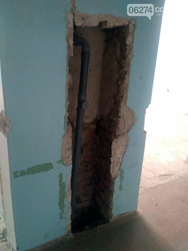 Ведутся работы по реконструкции корпуса №2 больницы Бахмута, фото-7