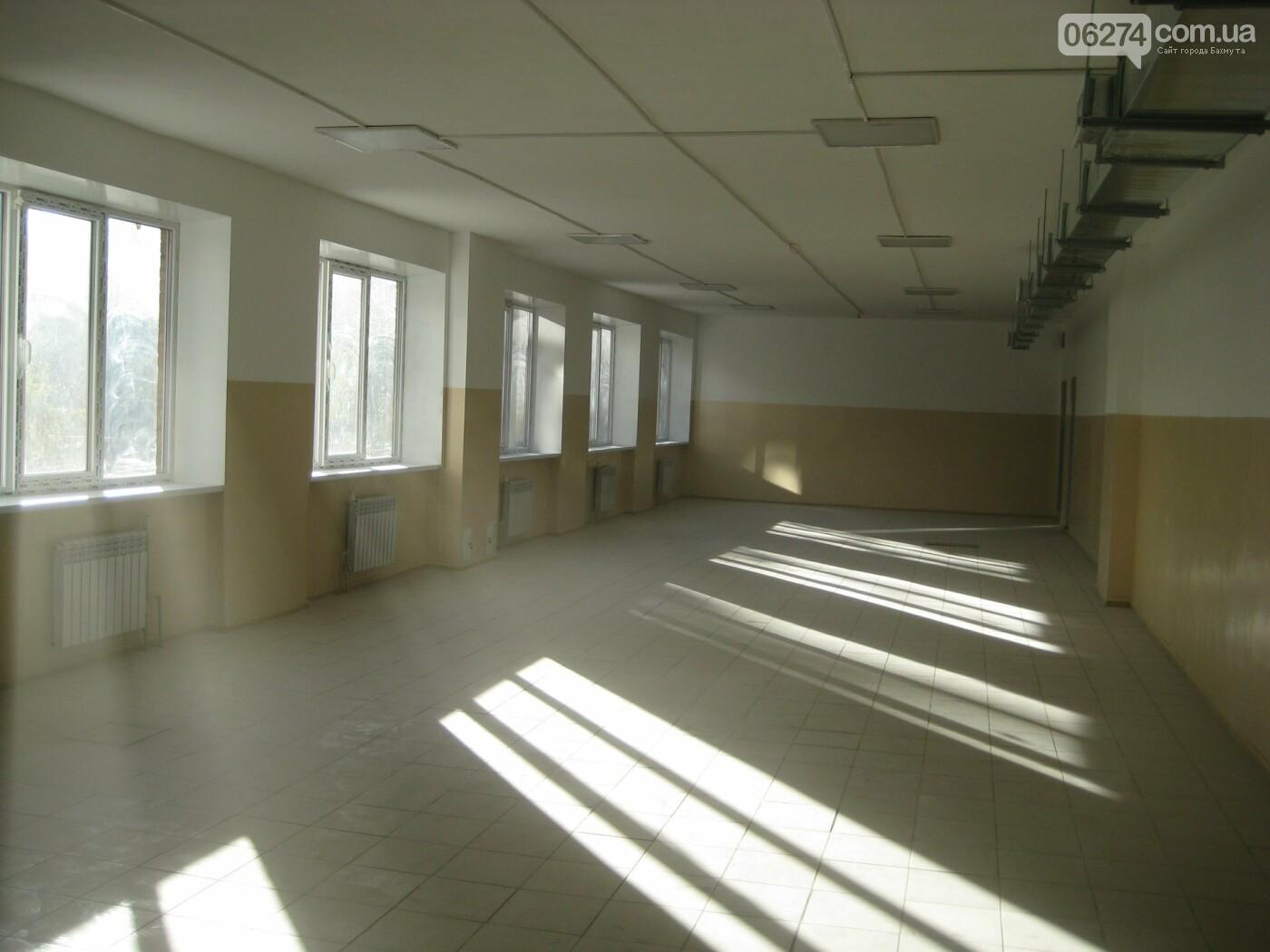 В Бахмутском управлении образования рассказали о ходе работ в 11-й и 12-й школах, фото-18