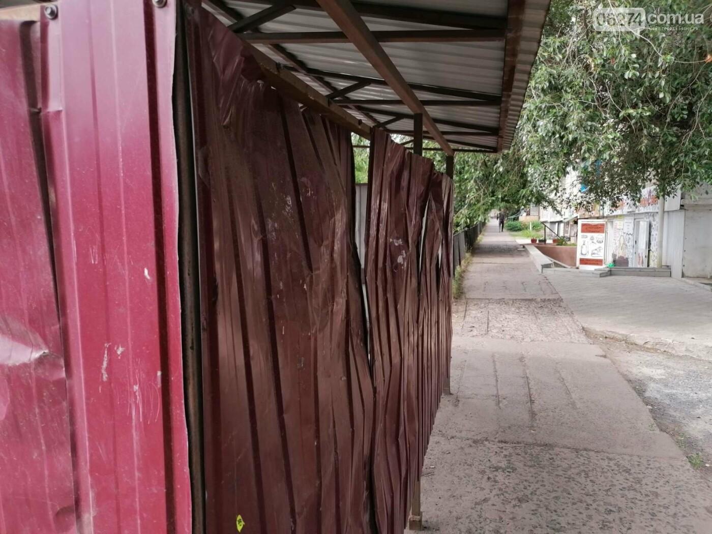 В Бахмуте неизвестные сломали несколько остановочных павильонов, фото-4