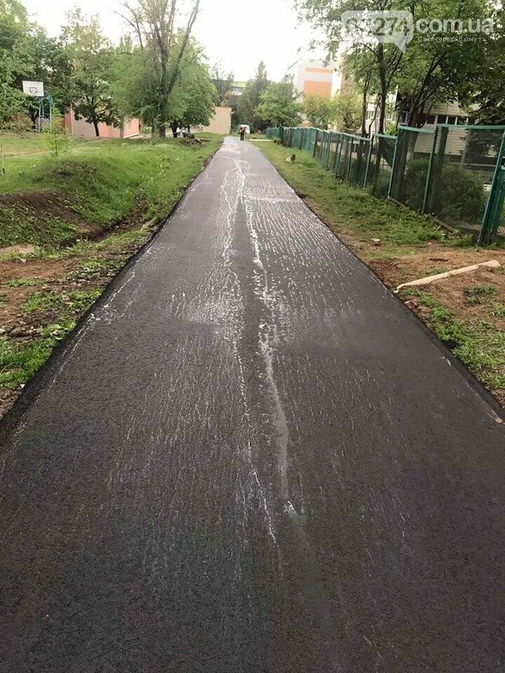 В Бахмуте капитально отремонтировали больше километра тротуаров, фото-2
