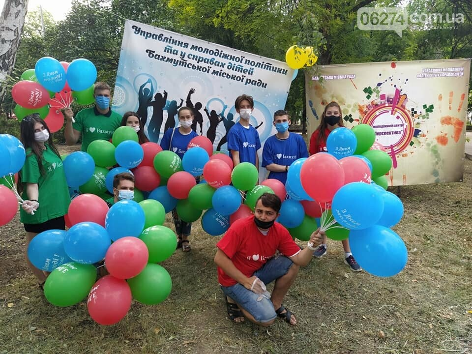 В Бахмуте отпраздновали День Конституции и День молодежи, фото-1