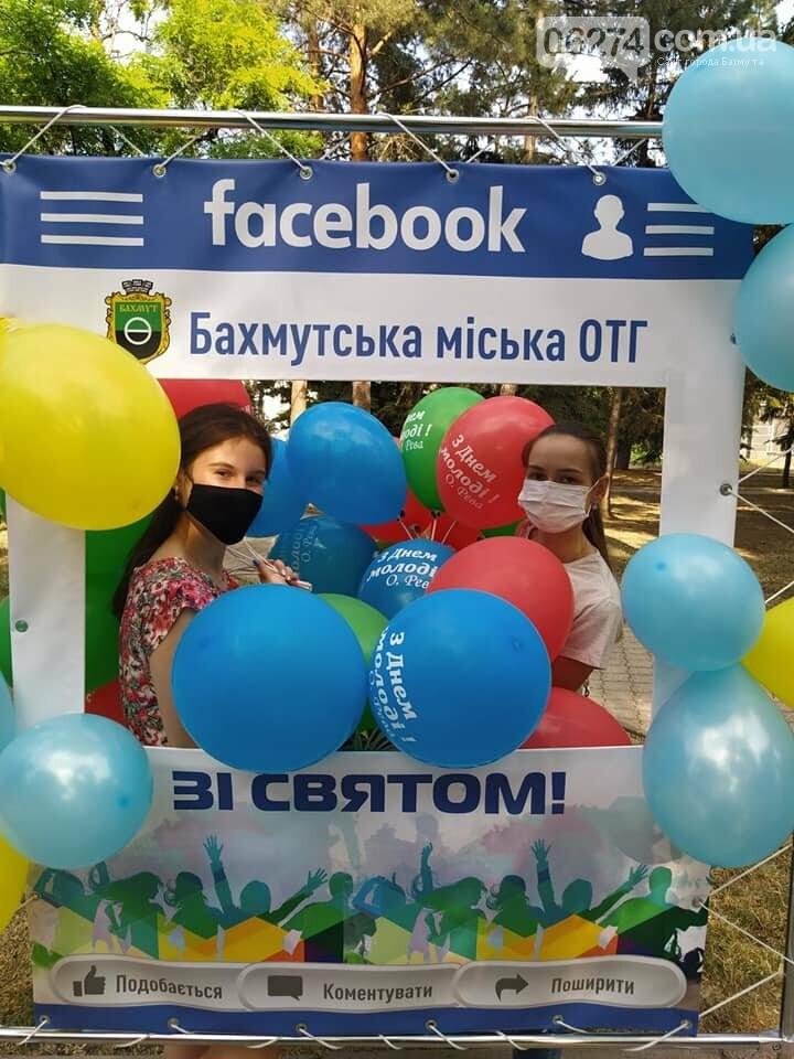 В Бахмуте отпраздновали День Конституции и День молодежи, фото-3