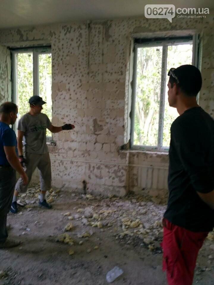 В Бахмуте продолжается реконструкция больницы, фото-1