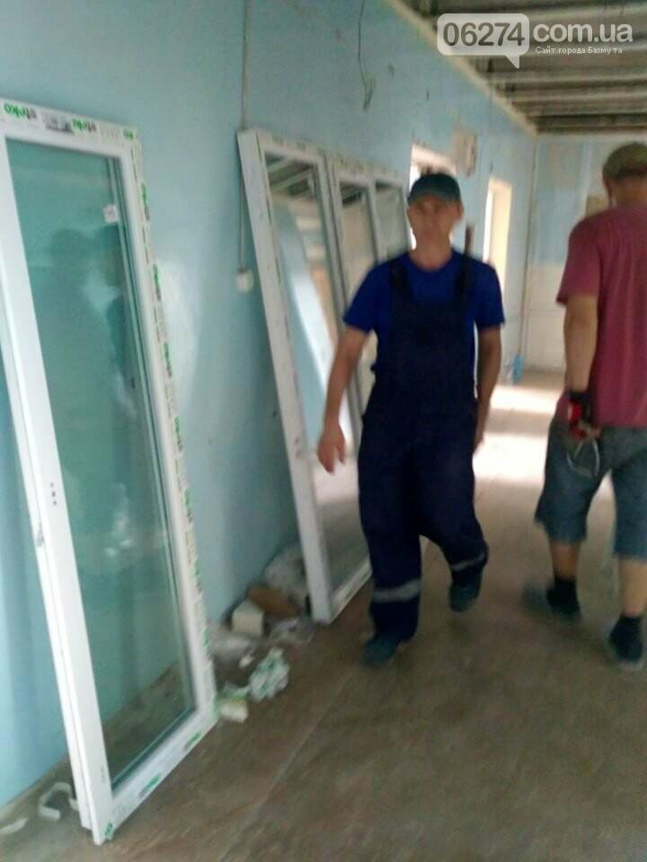 В Бахмуте продолжается реконструкция больницы, фото-2