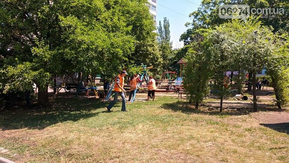 Бахмутские коммунальщики восстановили площадку «Дарунок», фото-1