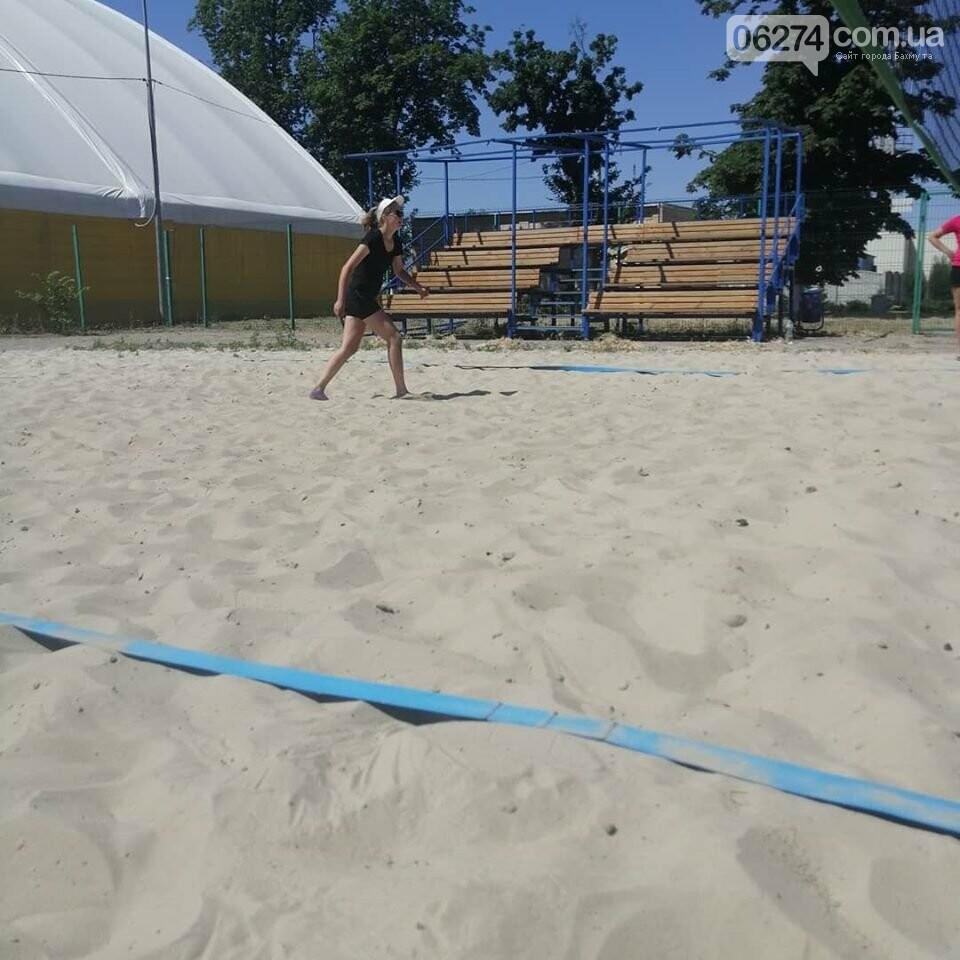 Волейболисты Бахмута стали лучшими в пляжном волейболе по области, фото-1