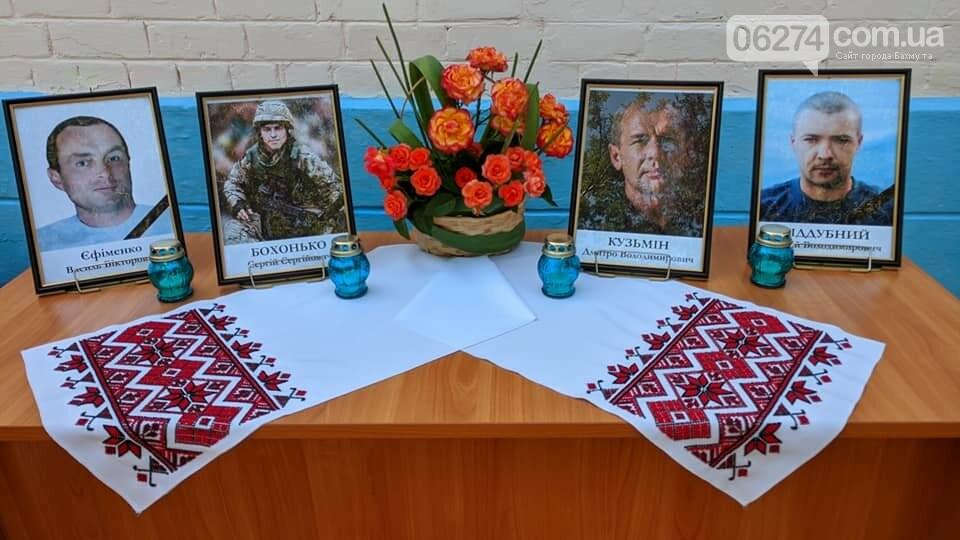 В Бахмуте почтили память освободителей города от пророссийских террористов, фото-1