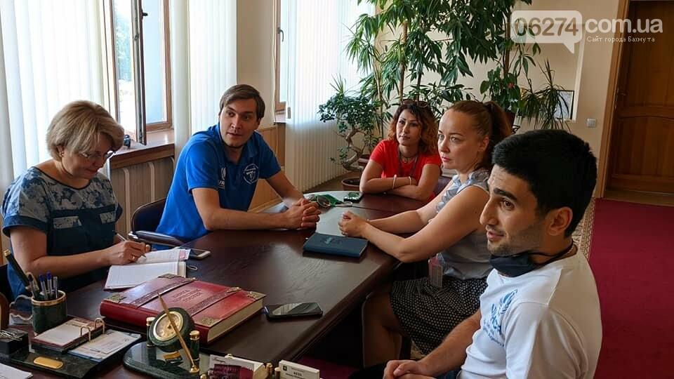 Мэр Бахмута Алексей Рева встретился с представителями ООН и гуманитарной миссии «Пролеска», фото-2