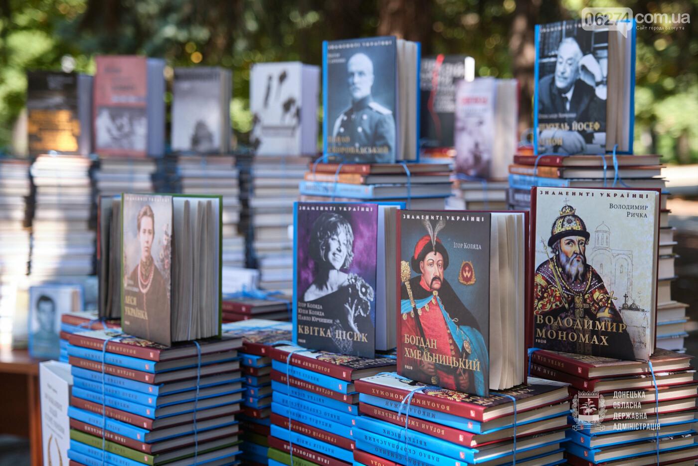 Молодежные центры области получили книги об истории Украины, выдающихся персонах и событиях АТО/ООС, фото-1