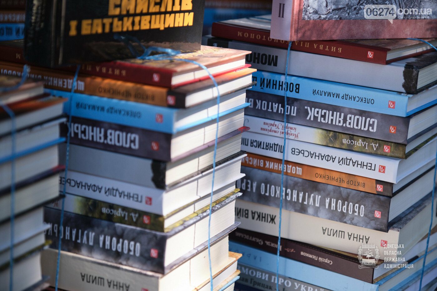 Молодежные центры области получили книги об истории Украины, выдающихся персонах и событиях АТО/ООС, фото-3