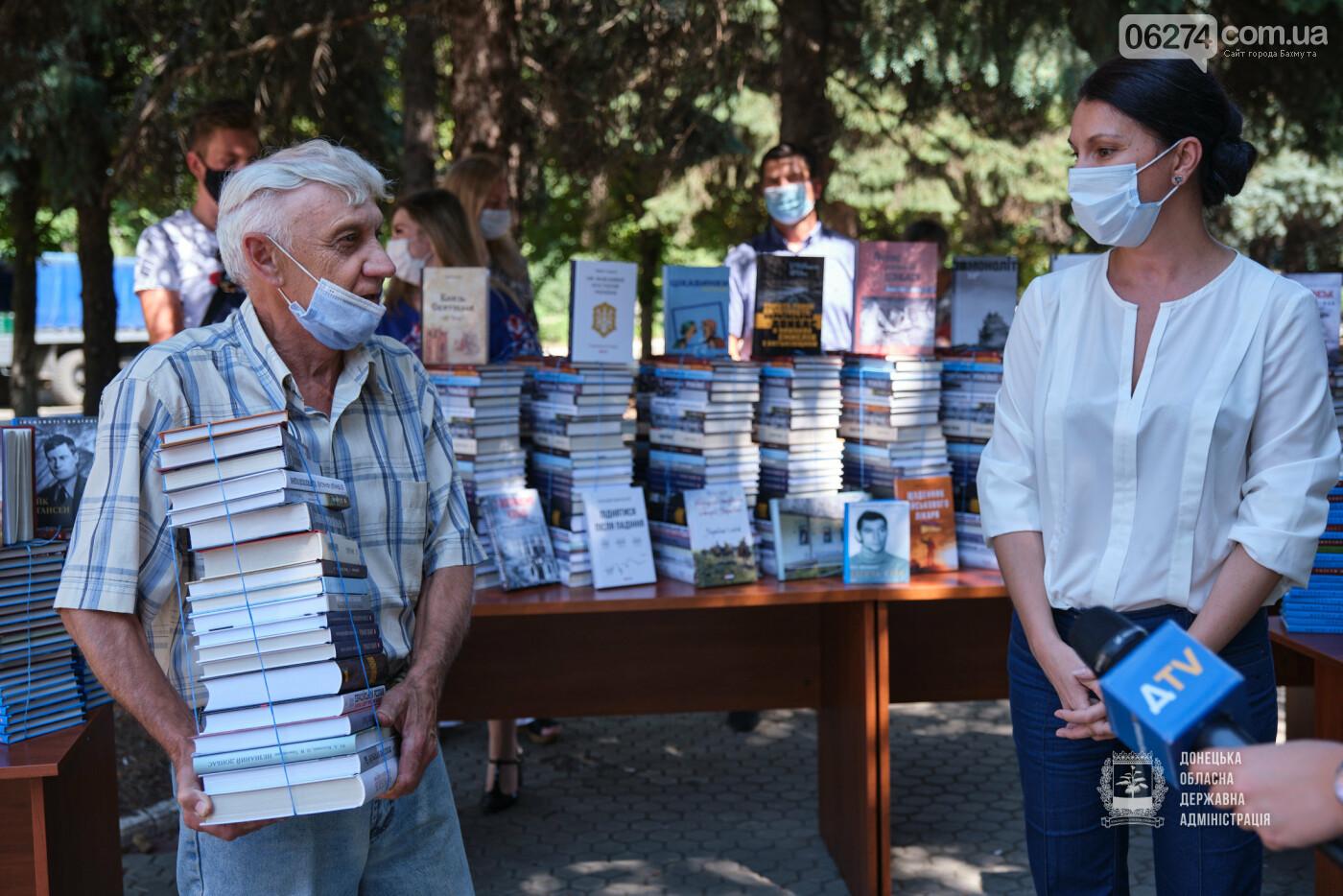 Молодежные центры области получили книги об истории Украины, выдающихся персонах и событиях АТО/ООС, фото-4