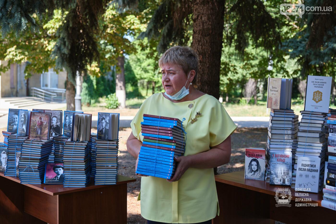 Молодежные центры области получили книги об истории Украины, выдающихся персонах и событиях АТО/ООС, фото-5