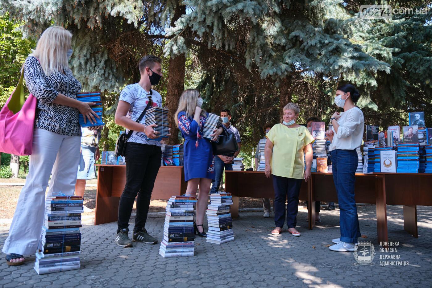 Молодежные центры области получили книги об истории Украины, выдающихся персонах и событиях АТО/ООС, фото-6
