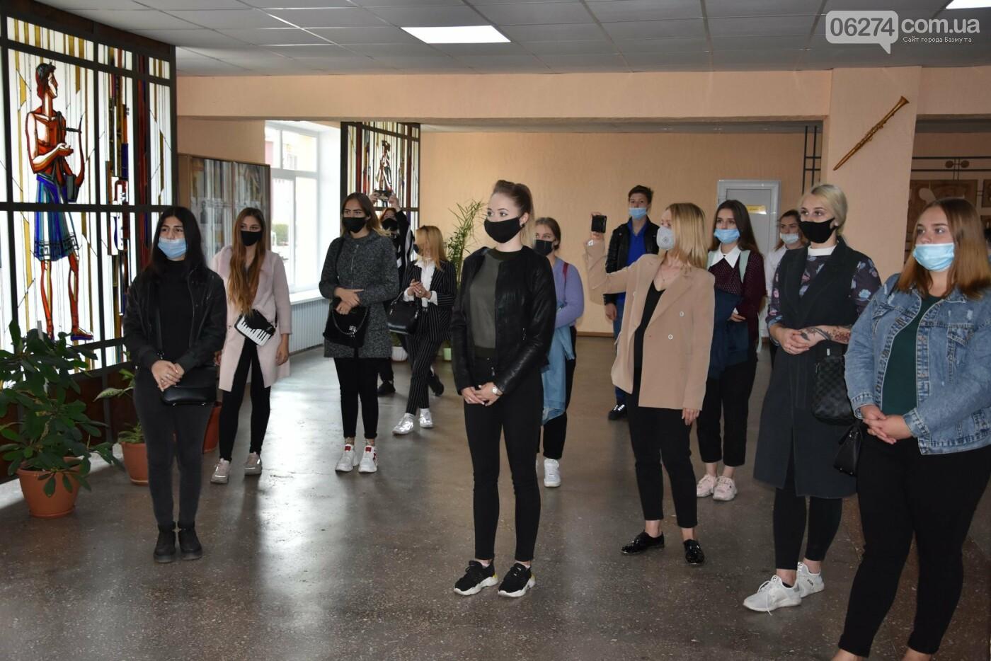 В Бахмуте открыли мемориальную доску Евгению Мартынову, фото-3