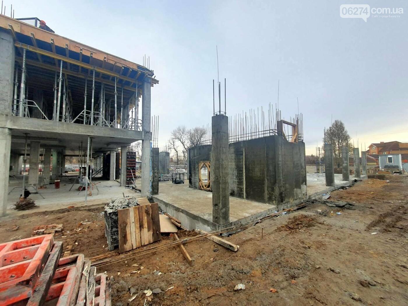 В Бахмуте начали возведение этажей учебного корпуса спортивного колледжа им. С. Бубки, фото-5