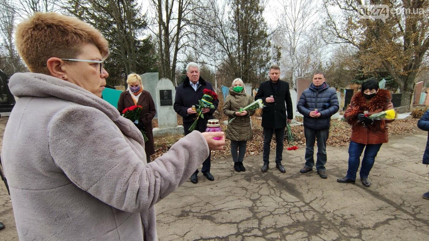 В Бахмуте почтили память жертв Голодоморов в Украине, фото-2