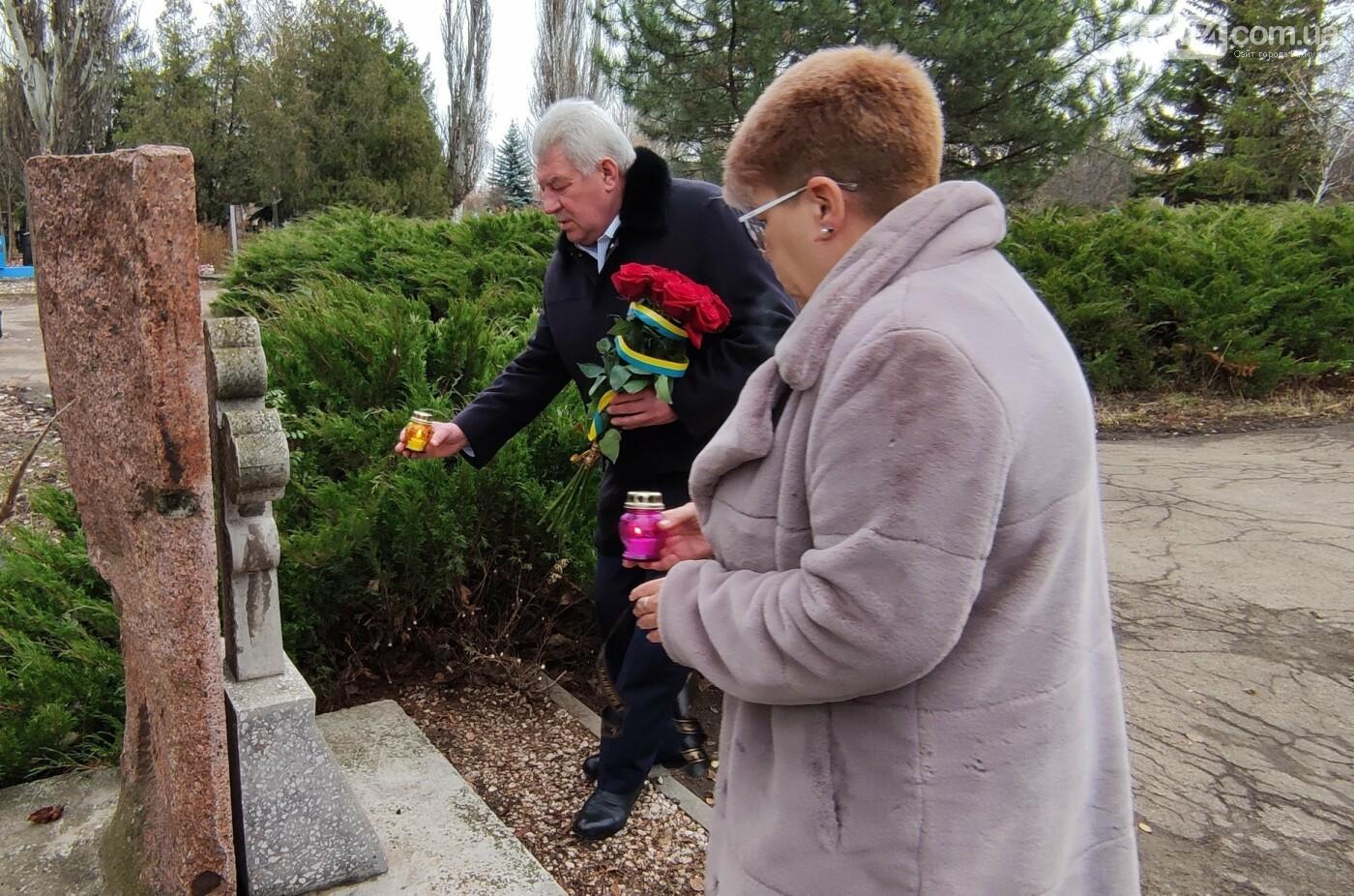 В Бахмуте почтили память жертв Голодоморов в Украине, фото-5
