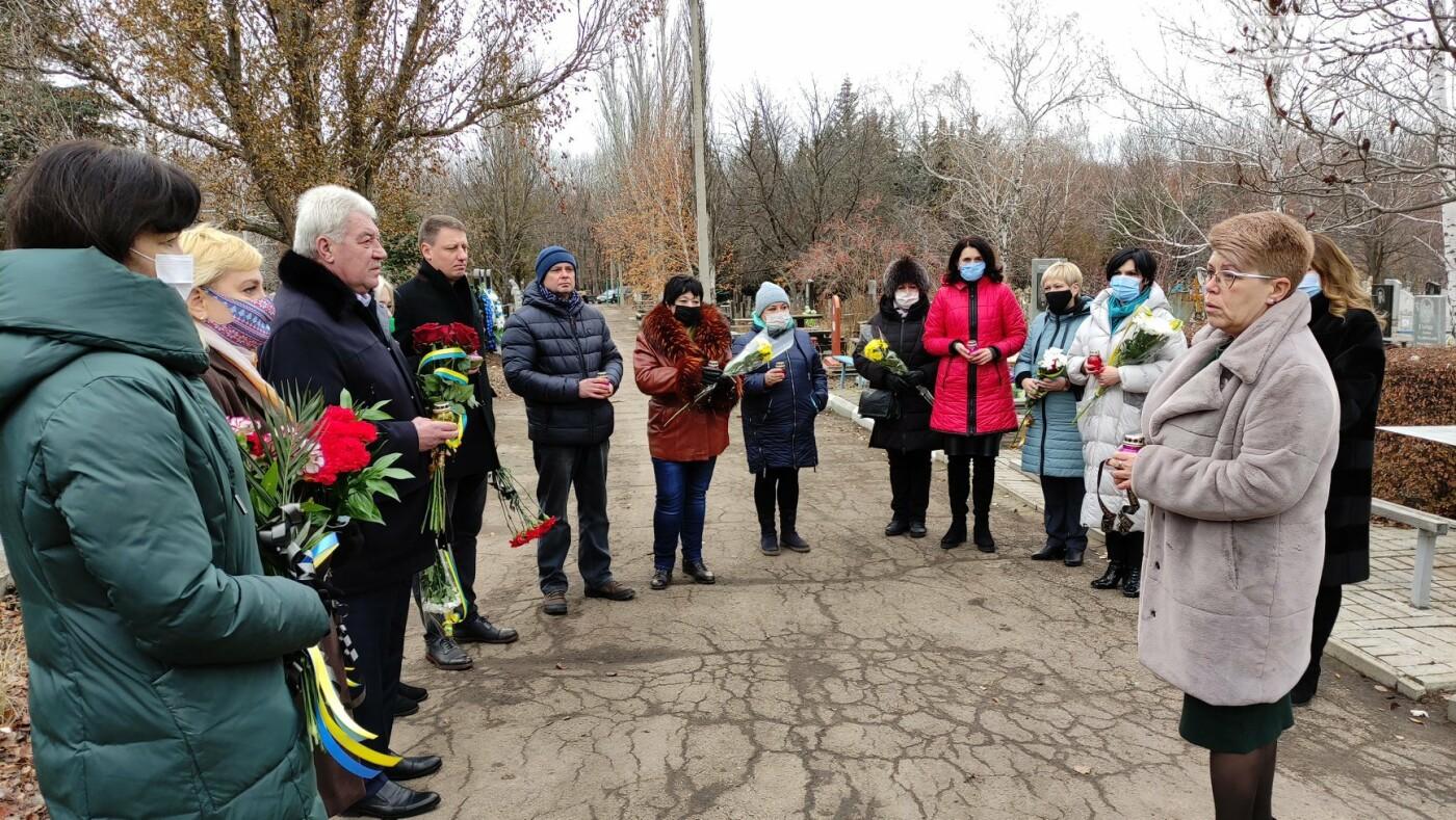 В Бахмуте почтили память жертв Голодоморов в Украине, фото-1