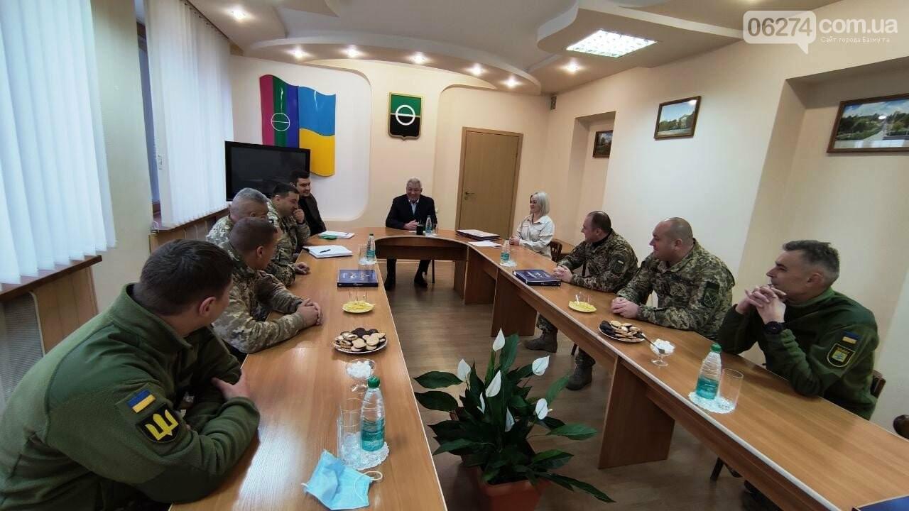 В Бахмуте поздравили военнослужащих Вооруженных Сил Украины, фото-1