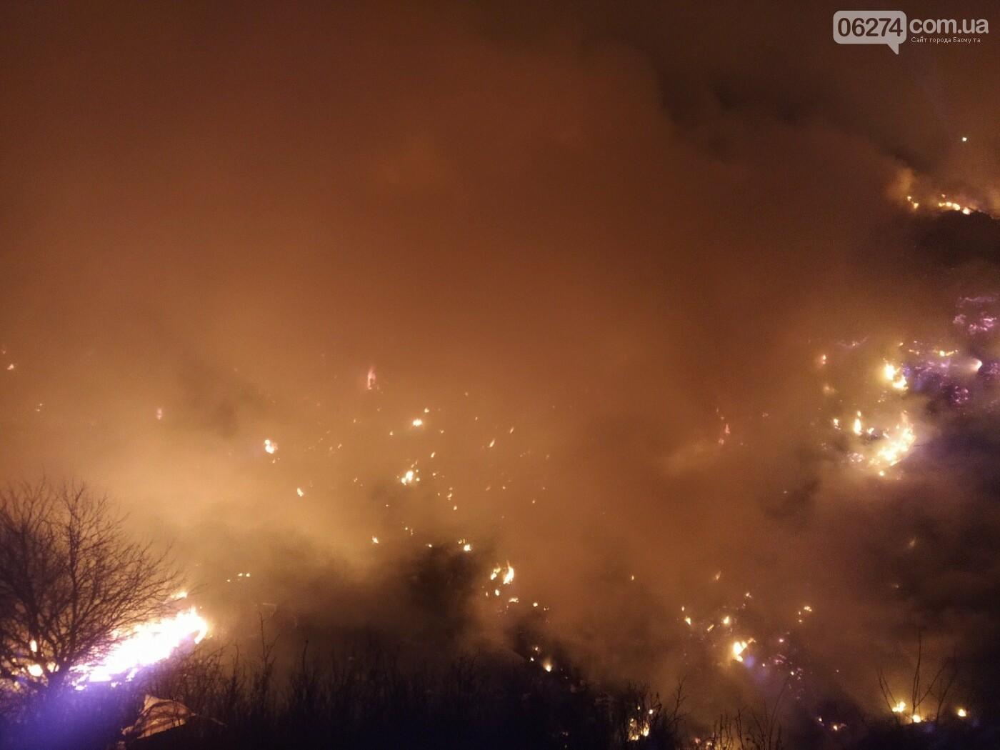 Спасатели ликвидируют пожар на полигоне вблизи г. Бахмут, фото-5