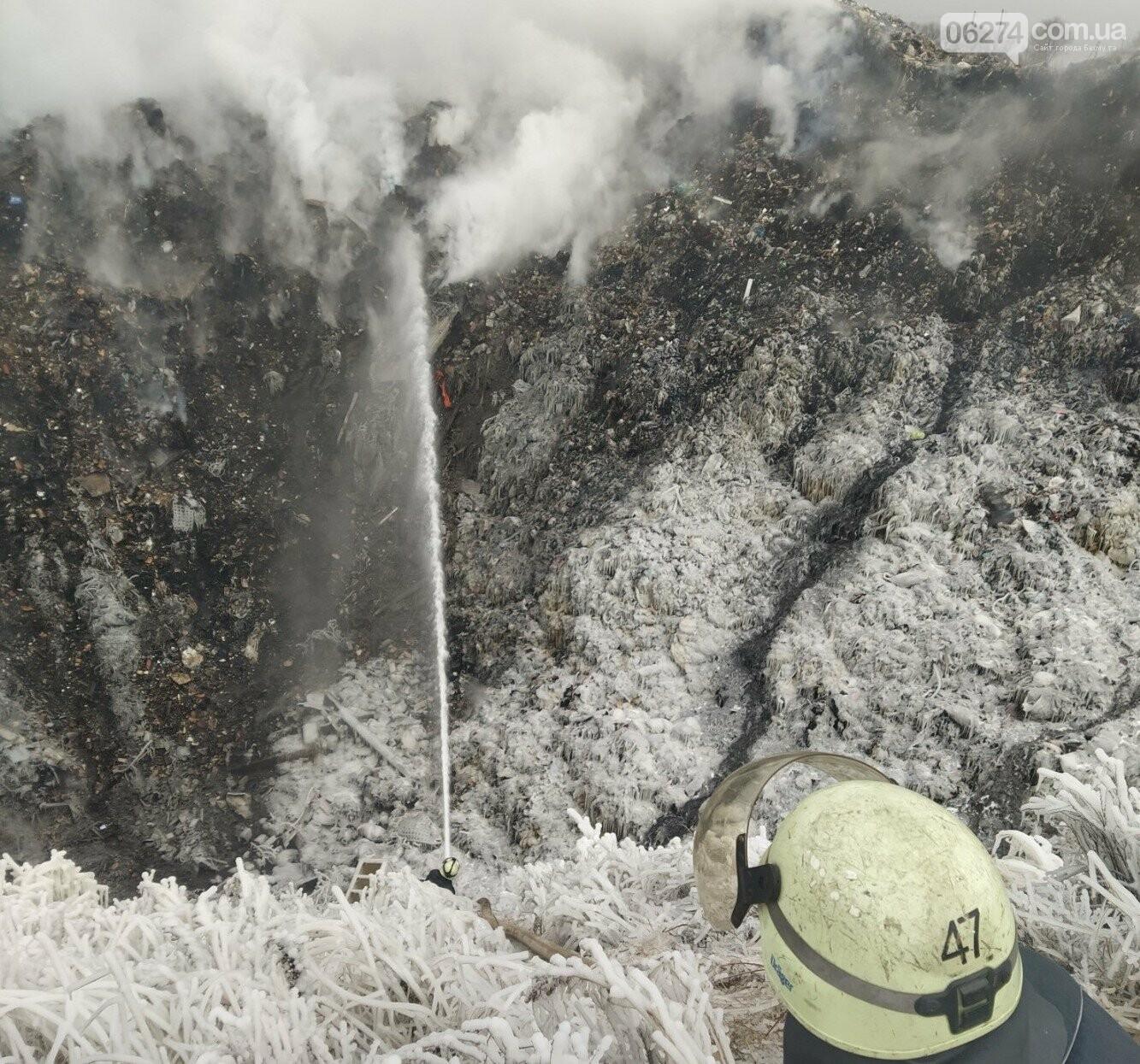 Спасатели ликвидируют пожар на полигоне вблизи г. Бахмут, фото-4
