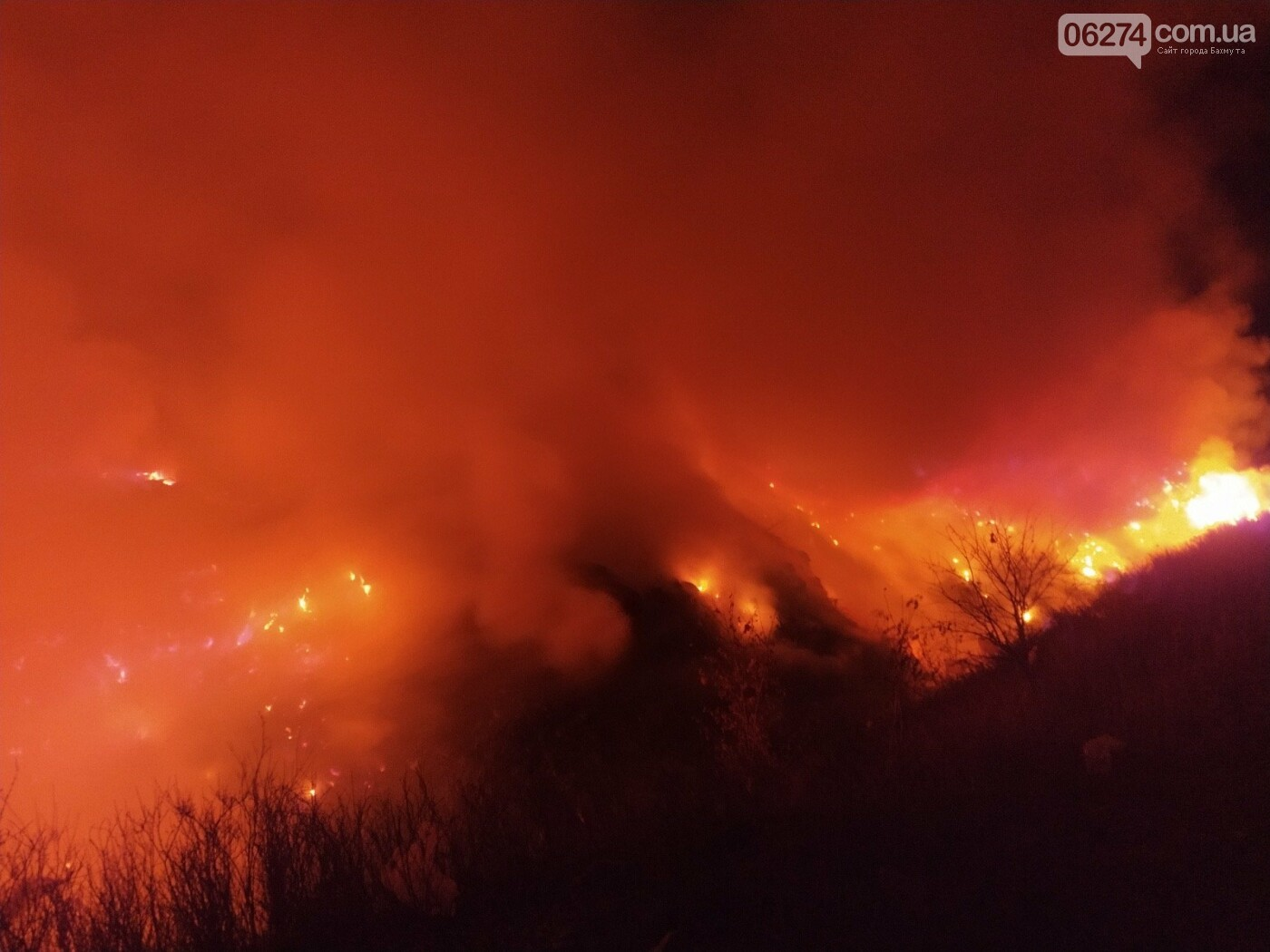 Спасатели ликвидировали пожар на полигоне ТБО вблизи Бахмута, фото-1