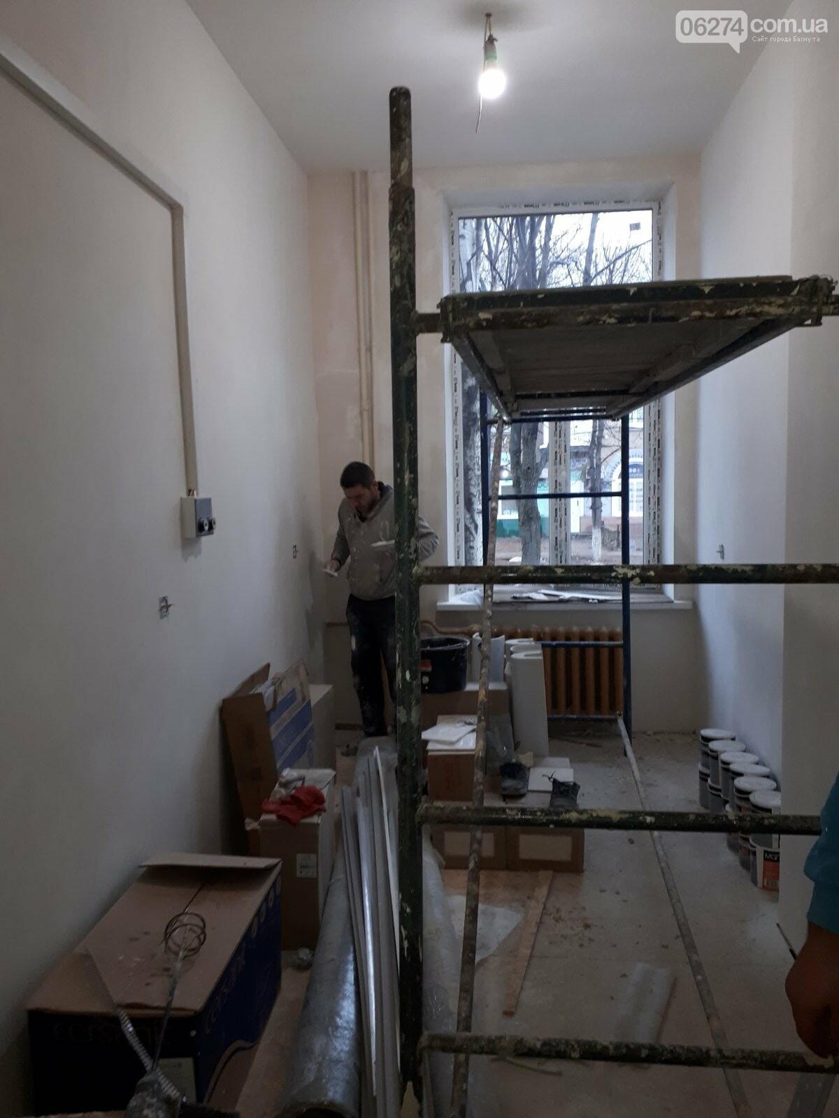 В Бахмуте продолжается реконструкция больницы, фото-3